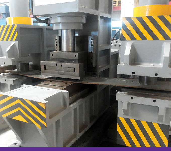 pressmach.eu machine body is a strong ribbed structur