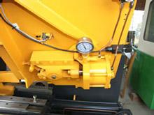 Hydraulic blade tension
